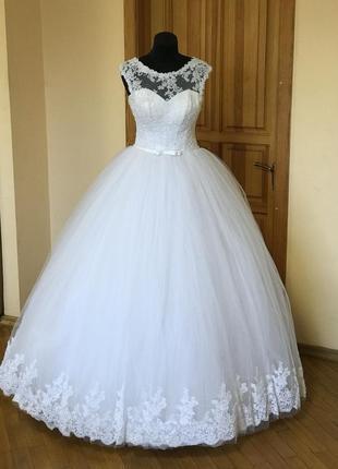 Свадебное платье белое пышное с корсетом