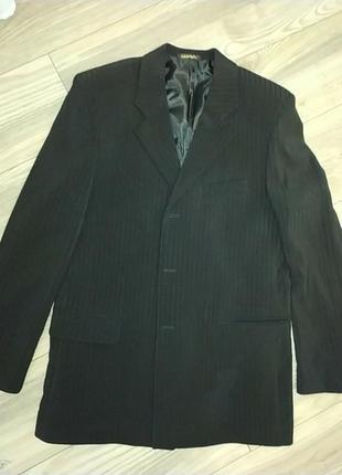 Черный пиджак в черную полоску