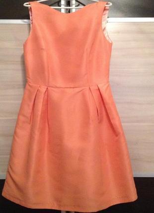Платье - нарядное,комфортное. цвет - персиковый. приятная ткань.