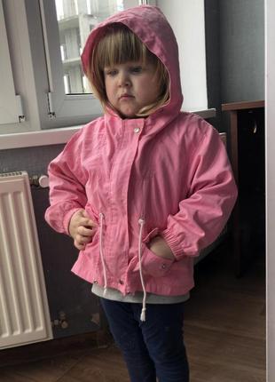 Легкая курточка на девочку 2-4 года