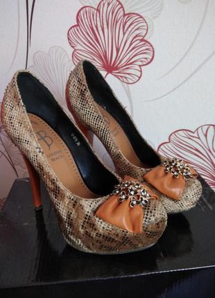 Красивые туфли👠,  в подарок к туфлям дарю клатч👛🎁