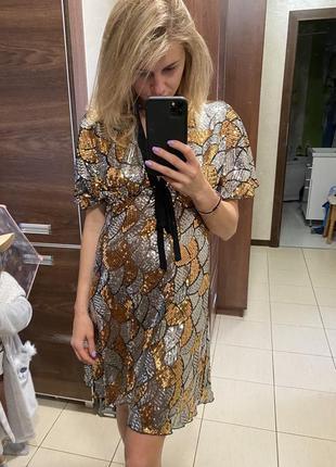 Платье стройнящее в пайетки дизайнерское нарядное золото/серебро