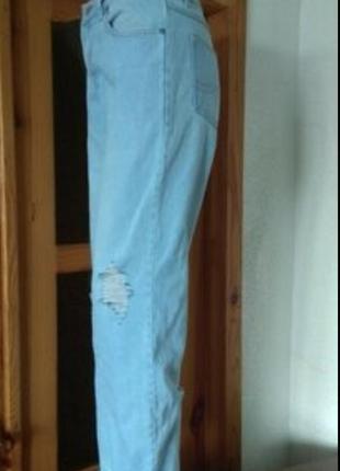 Модные джинсы мом высокая талия укороченные,с потертостями w32/l32