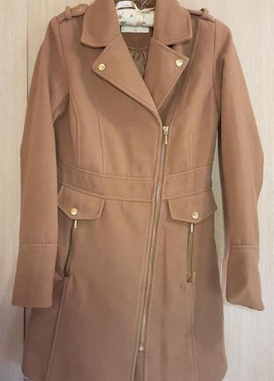 Демисезонное пальто верблюжьего цвета