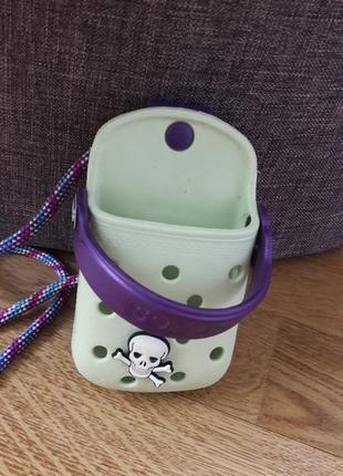 Чехол для телефона crocs.