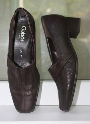 Комфортные кожаные туфли на устойчивом каблуке