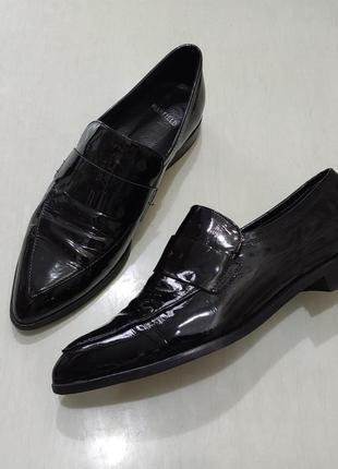 Manfield  черные кожаные лаковые туфли с острым носком