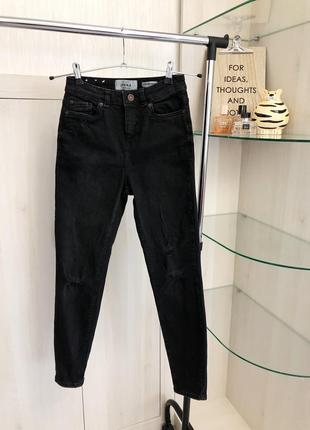 Чёрные джинсы на высокой посадке с рваностями на коленях с тонкой лодыжкой от new look