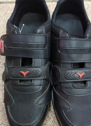 Кроссовки на липучке  43 44 размер