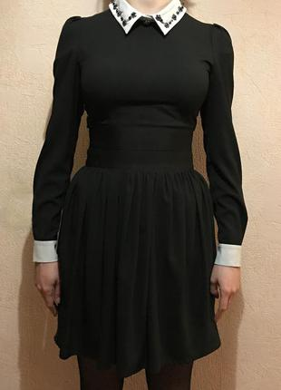 Черное платье с белым воротником и стразами  romwe, размер 38, б/у