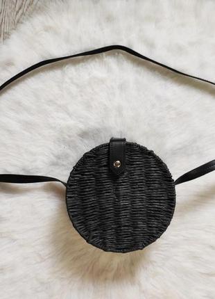 Черная синяя круглая соломенная сумка кросс боди длинном ремешке плетеная маленькая средня