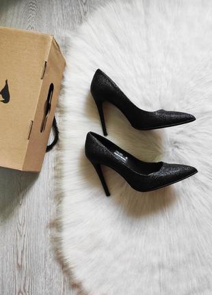 Черные блестящие кожаные натуральные туфли лодочки на каблуке шпилька carvari