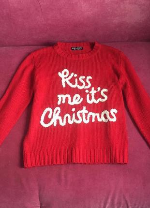 Красный новогодний свитер с надписью