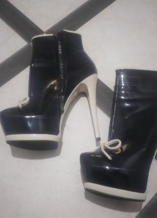 Шикарные ботиночки кож лак на высоком каблуке 14 см