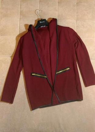 Стильный кардиган цвета марсала, прямого силуэта с капюшоном без застёжек размер s/m