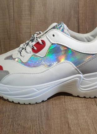 Качественные стильные кроссовки!