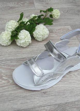 Босоножки  кожаные для девочки сандалии