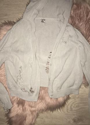 Вязаный рваный свитер