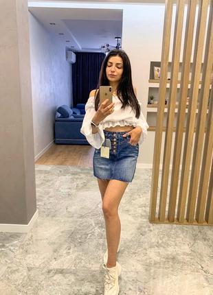 Стильная актуальная джинсовая мини юбка короткая