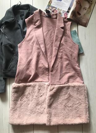 Розовая жилетка с мехом