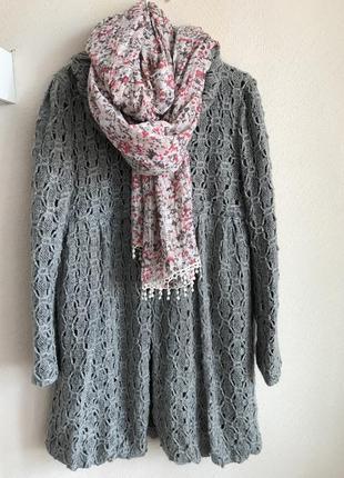 Стильне пальто крупної в'язки і шарф палантин