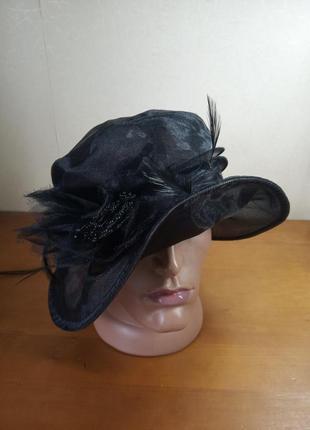 Ретро капелюшок шляпка с перьями из органзы