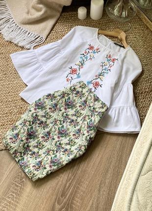 Красивая юбка в флористический принт