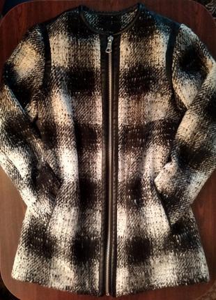 Короткое шерстяное пальто