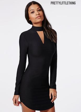 Новое базовое платье с горлышком и разрезом на декольте prettylittlething