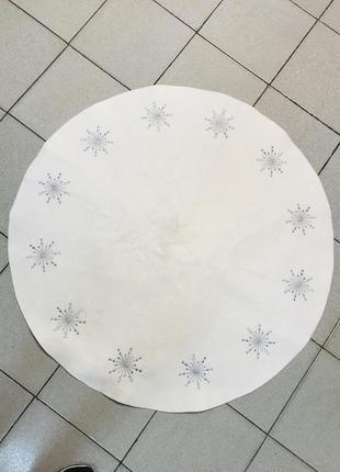 Белый коврик круглой формы