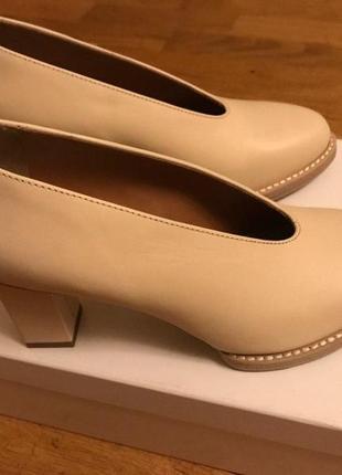 Шикарные кожаные дизайнерские бежевые туфли от other stories