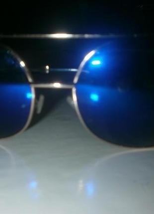 Крутые солнцезащитные очки,с синими линзами.