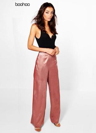 Новые широкие атласные штаны в пижамном стиле boohoo4 фото