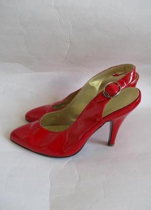 Лаковые красные туфли vero cudio