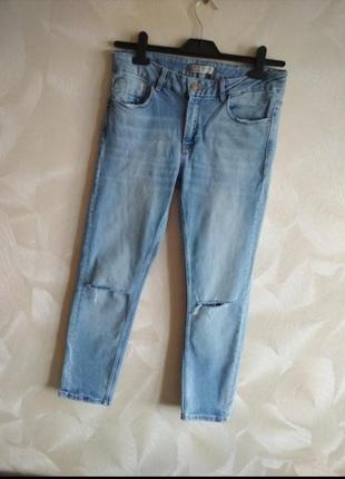 Стильные фирменные джинсы рваные zara