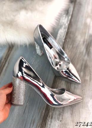 Стильные туфли на каблуке, стразы на каблуке, хит сезона, босоножки, туфли серебряные