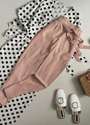 Стильные пудровые брюки с высокой посадкой pull & bear