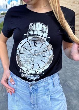 Красивая футболка женская с принтом и вышивкой камнями