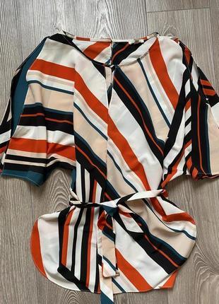 Актуальная яркая блуза в полоску