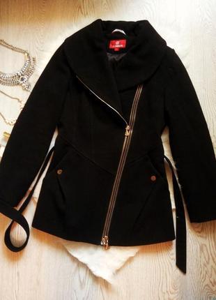 Черное теплое деми пальто косуха с карманами молниями теплое с поясом с замками