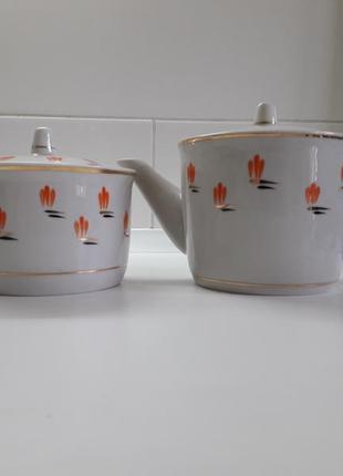Чайник и сахарница фарфоровые