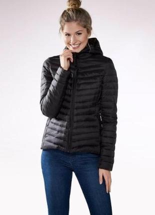 Черная стеганая куртка деми esmara с мешком