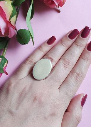 Овальное перламутровое кольцо