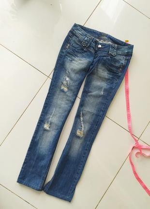Рваные джинсы на дюмовочку бедровки