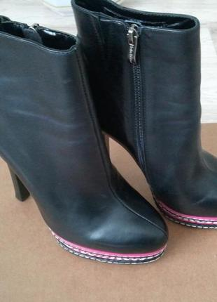 Новые ботинки sasha fabiani
