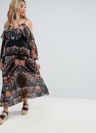 Платье с открытыми плечами принт
