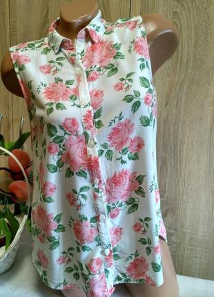 Красивая блуза безрукавка в цветы