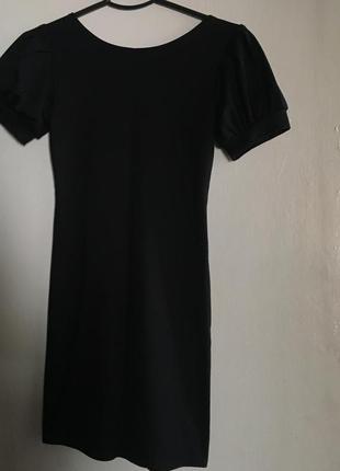 Чёрное платье с рукавами фонариками