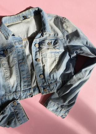 Джинсовая укороченая куртка