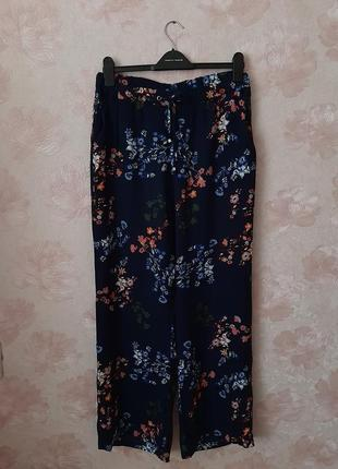 L-xl летние , легкие брюки в цветы хорошего качества !